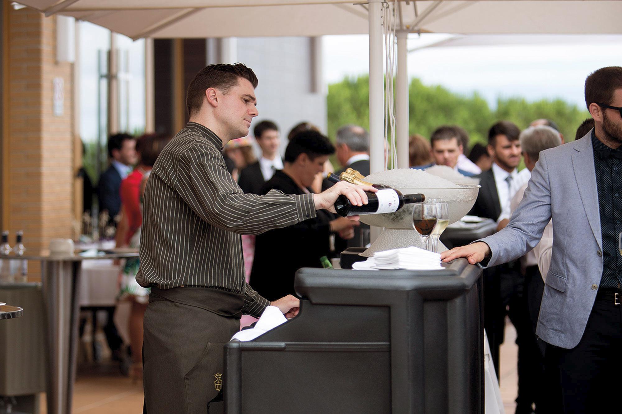 bebidas - camarero en exterior