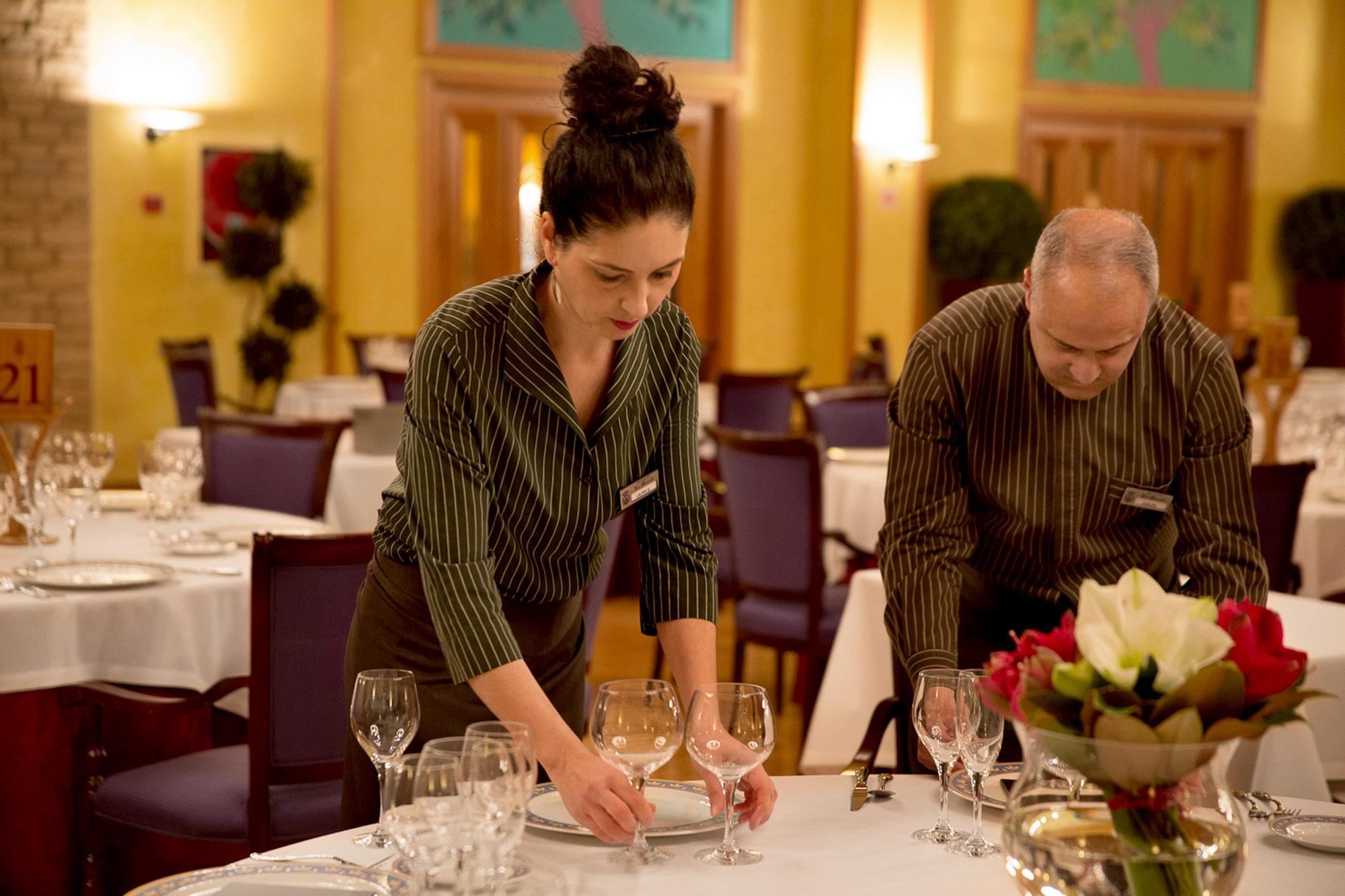 Comedor 1 - camarera - PARA SLIDER